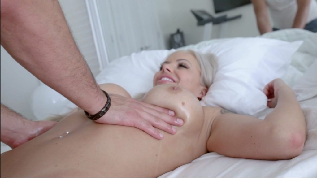 19_01_03_nina_elle_massage_porn_shes_the_boss_2