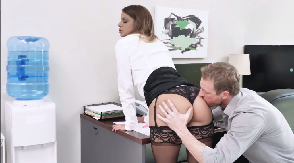 19_01_04_brooklyn_chase_office_sex_in_stockings_shes_the_boss_2_video_on_demand
